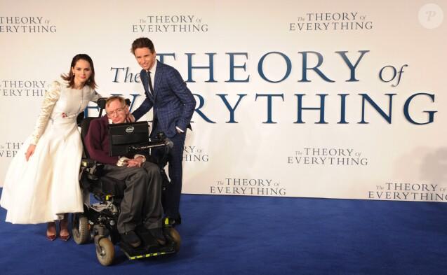 """Felicity Jones, Eddie Redmayne, Stephen Hawking - Première du film """"The Theory of Everything"""" à Londres le 9 décembre 2014."""