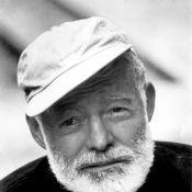 Et voici le formidable comédien... qui incarnera à l'écran Ernest Hemingway !