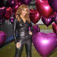 Cathy Guetta joue les catwoman pour la promo de sa soirée Unighted en juillet prochain... La touche de rose est parfaite !