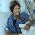 Dana, la mère de Colton Haynes, sur son lit d'hôpital, quelques jours avant sa mort.