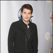 Célibataire, John Mayer cherche du réconfort... auprès de jolies filles !