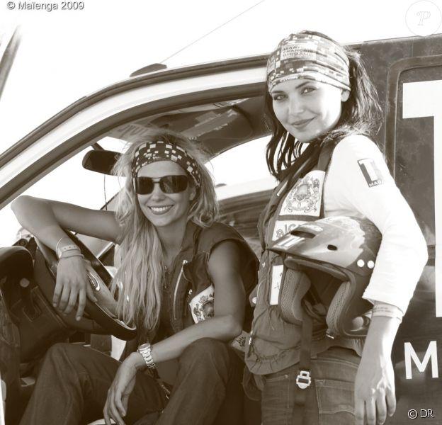 Alexandra Rosenfeld et Valérie Bègue en plein désert Marocain