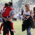Patrick Dempsey et sa femme Jillian Fink assistent à un match de football de leurs fils Darby et Sullivan à Tarzana. Le 20 mars 2016