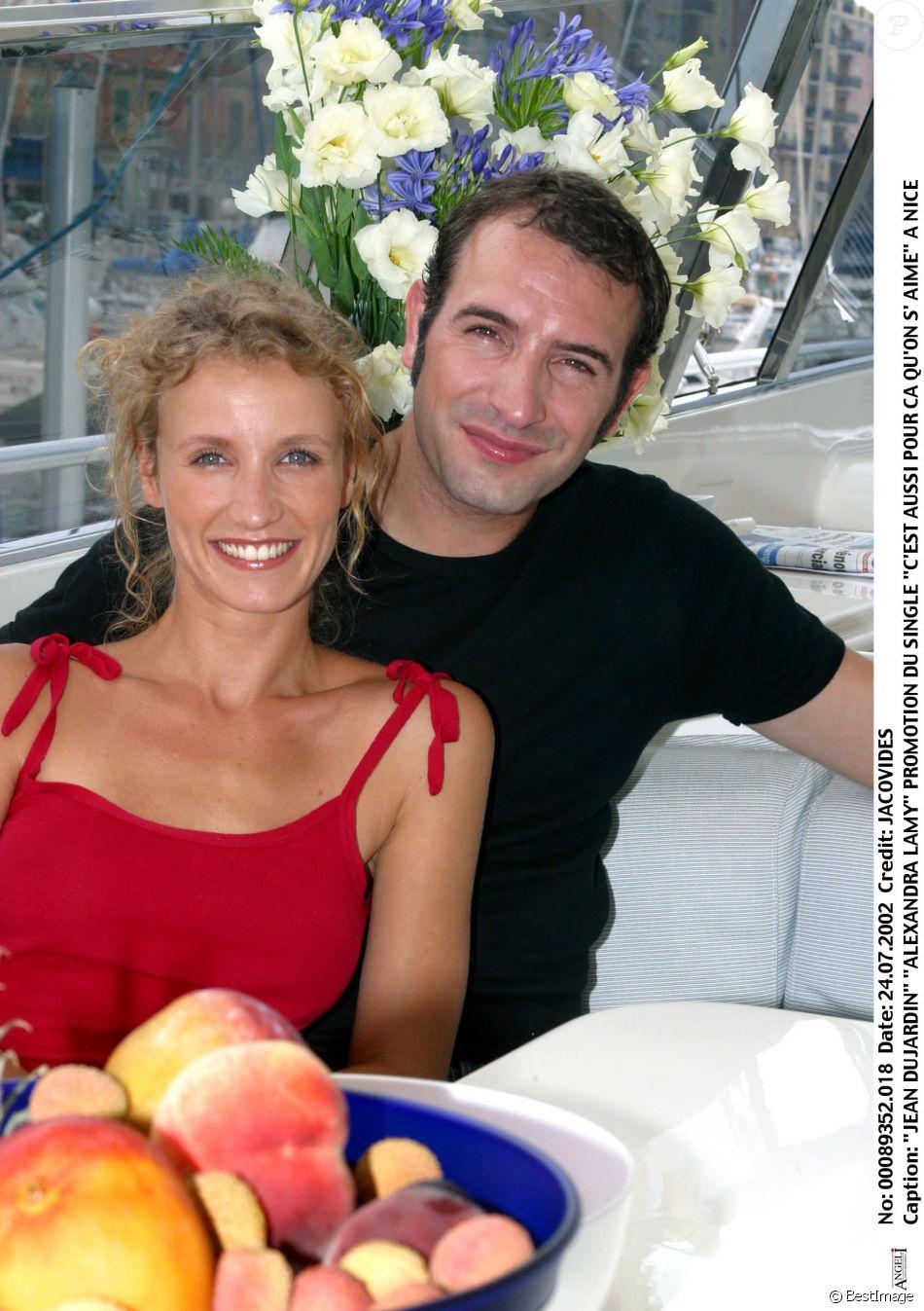 Jean Dujardin et Alexandra Lamy pour la promotion du single C'est aussi pour ça qu'on s'aime à Nice en 2002