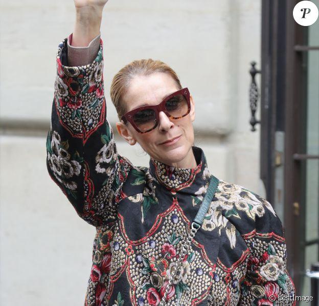 Céline Dion quitte son hôtel le Royal Monceau à Paris pour se rendre à Berlin, le 23 juillet 2017.