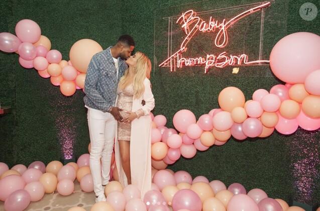 Tristan Thompson et Khloé Kardashian enceinte à leur baby-shower. Mars 2018.