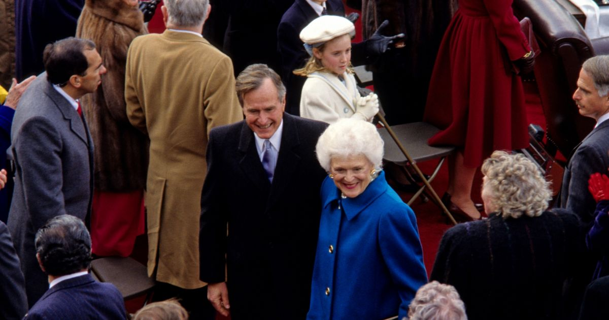 George h w bush et sa femme barbara lors de l 39 investiture for Africa express presents maison des jeunes