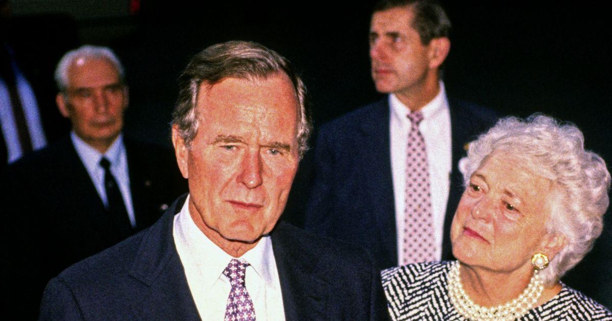 George h w bush et sa femme barbara lors d 39 une conf rence for Africa express presents maison des jeunes