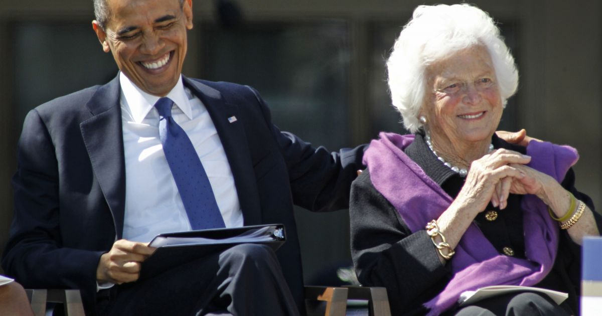 Barack obama et barbara bush lors des c r monies en l for Africa express presents maison des jeunes