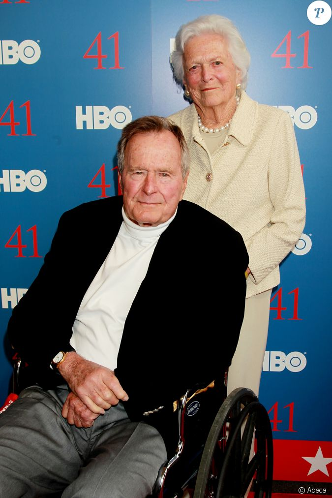 George h w bush et sa femme barbara bush lors de la for Africa express presents maison des jeunes