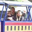 """Exclusif - Anna Faris et son mari Chris Pratt emmènent leur fils Jack au """"Travel Town Museum"""" à Los Angeles, le 14 décembre 2014."""