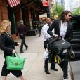 Exclusif - Russel Brand avec sa compagne Laura et leur fille Mabel à New York le 17 mai 2017.