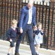 La princesse Charlotte de Cambridge le 23 avril 2018 à Londres lors de sa visite avec William et George à la maternité de l'hôpital St Mary pour faire connaissance avec son petit frère le prince Louis de Cambridge.
