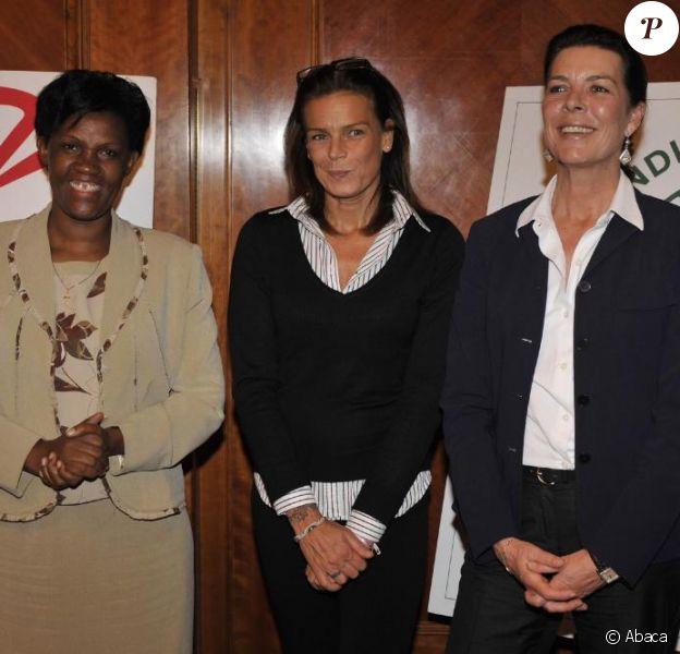 Spès Nihangaza, Stéphanie et Caroline de Monaco, à la signature d'un accord d'engagement entre l'Amade Burundi, l'Amade Mondiale et Fight Aids Monaco. 03/04/09