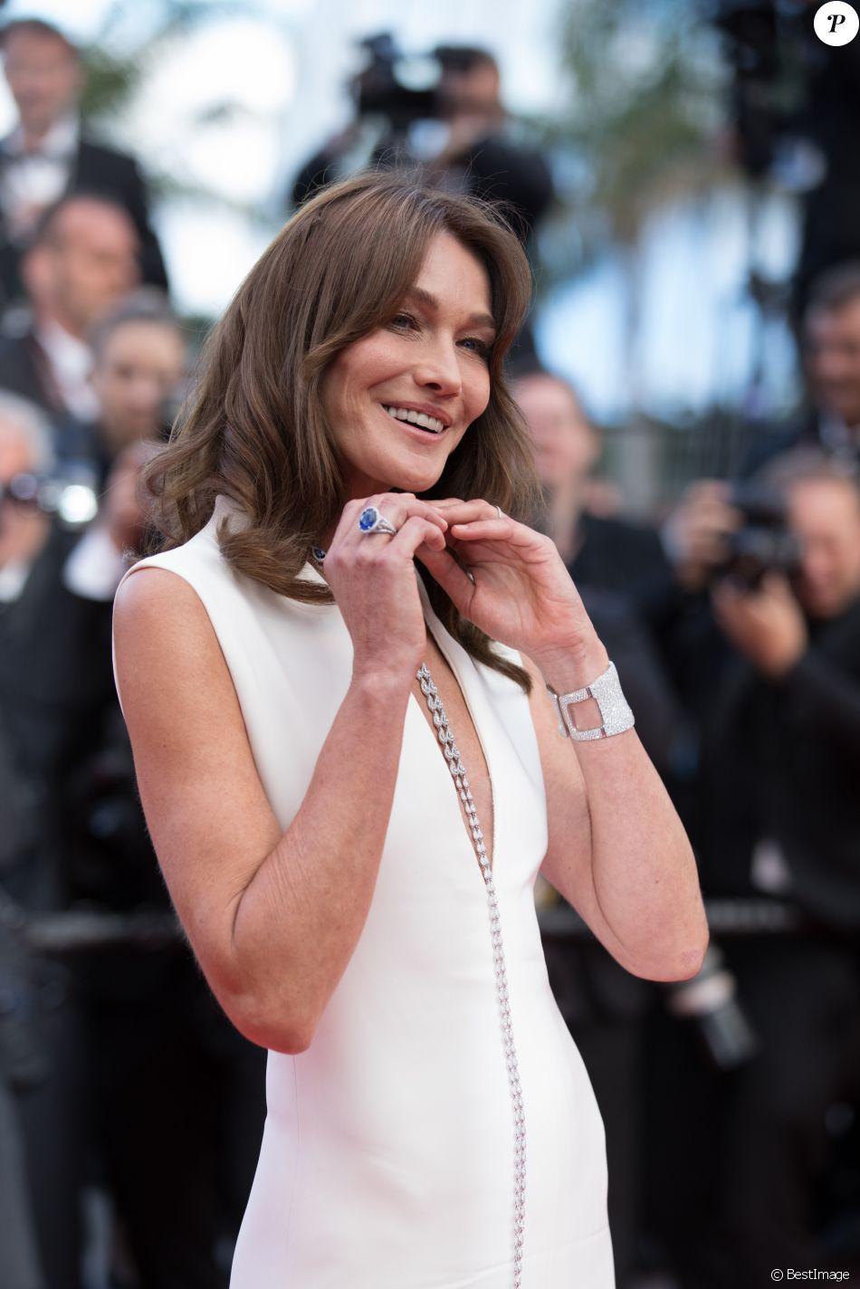 """Carla Bruni - Montée des marches du film """" Le Grand Bain """" lors du 71ème Festival International du Film de Cannes. Le 13 mai 2018 © Borde-Jacovides-Moreau/Bestimage"""