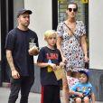 Exclusif - Pete Wentz avec sa compagne Meagan Camper et ses enfants Bronx Mowgli et Saint Lazslo, se promènent à New York, le 29 juin 2017.