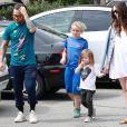 Exclusif - Pete Wentz se balade avec sa compagne Meagan Camper enceinte et ses enfants Bronx et Saint au Farmer Market à Studio City, le 15 avril 2018