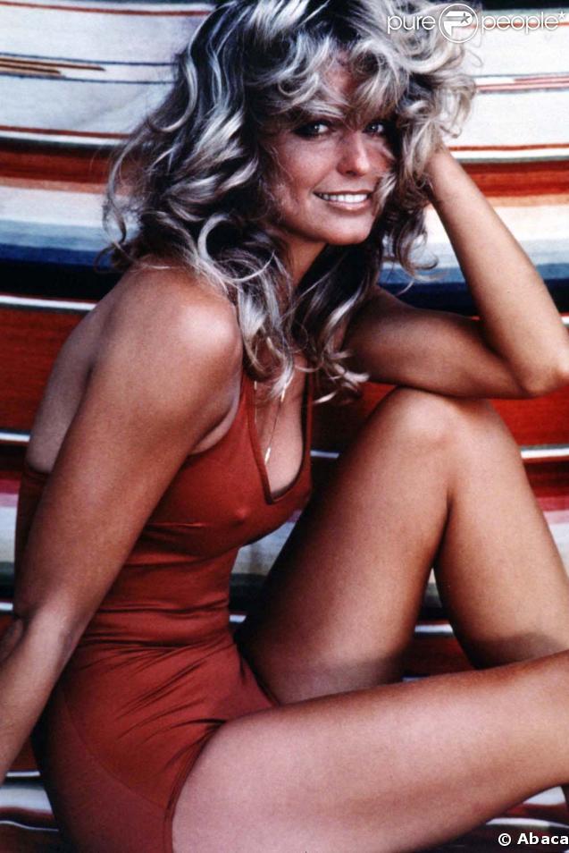 Farrah Fawcett était une véritable icône. Cette photo de sa plastique parfaite en maillot de bain rouge aura marqué bien des esprits...