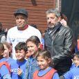 """Kylian Mbappé et Michel Cymes - L'association """"Premiers de cordée"""" organisait une journée Evasion où des milliers d'enfants ont participé à des ateliers sportifs encadrés par des parrains de renom au Stade de France à Saint-Denis le 16 mai 2018. Premiers de Cordée a été créée en 1999. Dans le cadre de son programme """" Sport à l'Hôpital """", l'association propose gratuitement, tout au long de l'année, des initiations sportives pour les enfants hospitalisés. © Coadic Guirec/Bestimage"""
