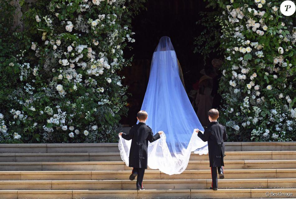 Meghan markle en robe de mari e givenchy et voile de 5 for Code de robe de mariage de palais de justice