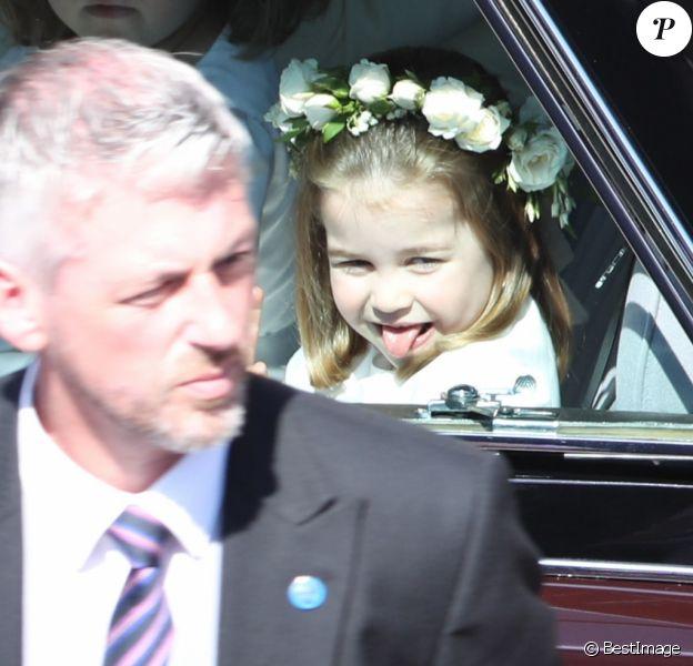 Oh la jolie langue ! La princesse Charlotte de Cambridge, qui était avec sa mère la duchesse Catherine et tenait le rôle de flowergirl au mariage du prince Harry et de Meghan Markle le 19 mai 2018 à Windsor, a fait sensation ! Mignonne et facétieuse, le public a craqué...