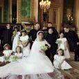 Le prince Harry et la duchesse Meghan de Sussex (Meghan Markle), photo officielle de leur mariage le 19 mai 2018 réalisée au château de Windsor par Alexi Lubomirski. Les jeunes mariés sont ici entourés de leurs enfants d'honneur : Brian Mulroney, Remi Litt, Rylan Litt, Jasper Dyer, le prince George de Cambridge, Ivy Mulroney et John Mulroney ; (au sol) Zalie Warren, la princesse Charlotte de Cambridge, Florence van Cutsem. ©Alexi Lubomirski via Bestimage