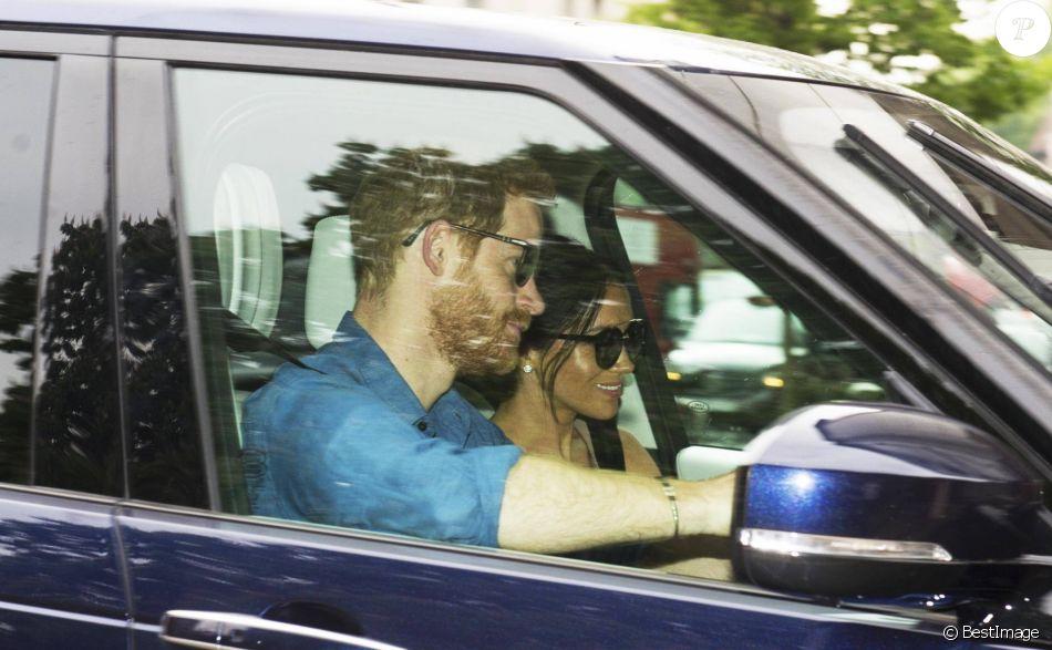 Le prince Harry et Meghan Markle, duchesse de Sussex, arrivent au palais de Kensington à Londres le 21 mai 2018, de retour après leur mariage à Windsor le 19 mai.