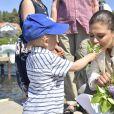 """La princesse Victoria de Suède dans le Parc national de Kosterhavet dans l'archipel des îles Koster, dans l'ouest de la Suède, le 24 mai 2018. La dixième de ses """"promenades"""" destinées à valoriser le patrimoine naturel de son pays."""