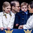 La princesse Estelle et le prince Oscar de Suède étaient cette année encore les vedettes, auprès de leurs parents Victoria et Daniel, de l'apparition au balcon du palais royal Drottningholm à Stockholm de la famille royale pour le 72e anniversaire du roi Carl XVI Gustaf de Suède.