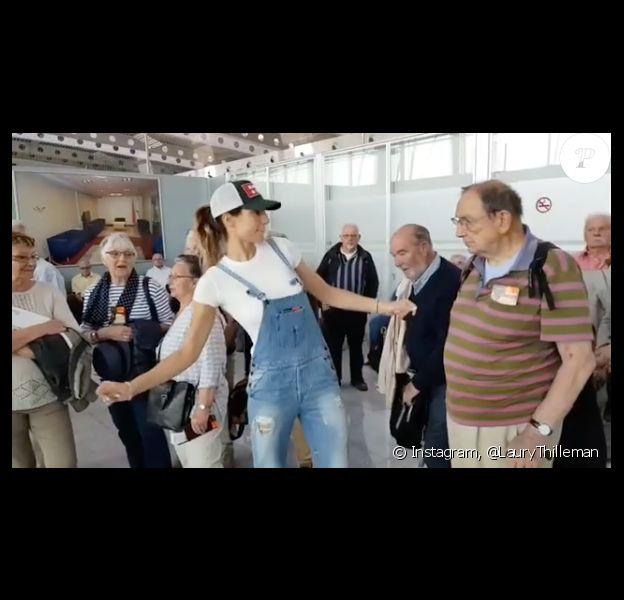 Laury Thilleman se met à danser dans un aéroport, le 25 mai 2018.