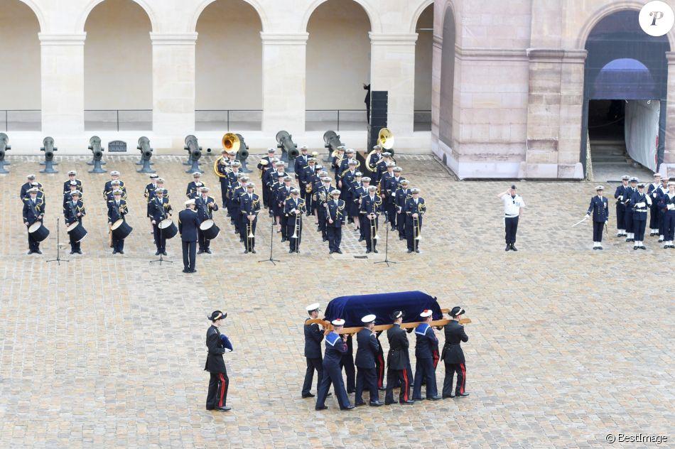 Edouard Philippe, rend hommage à Serge Dassault: