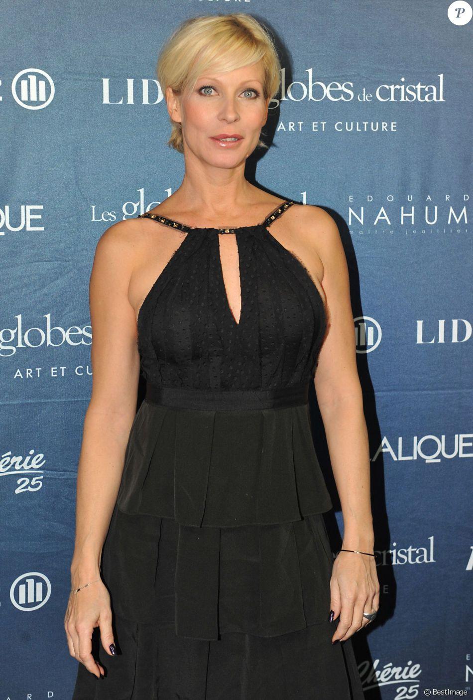 """Rebecca Hampton - Photocall avec les acteurs de la série """"Plus belle la vie"""" au 52e festival de la Levinson de Monte-Carlo. Le 13 juin 2011."""