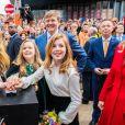 Le roi Willem-Alexander et la reine Maxima des Pays-Bas et leurs filles les princesses Amalia, Ariane et Alexia assistent à la fête du Roi à Groningen le 27 avril 2018.