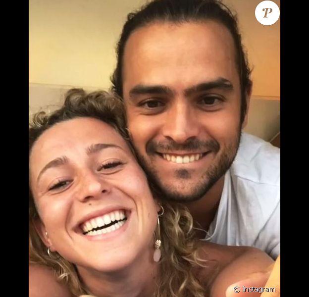 Candice et Jérémy (Koh-Lanta) toujours plus proches et complices lors de vacances en Corse, en juin 2018.