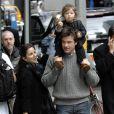 Jason Bateman, sa fille Francesca et sa femme Amanda dans les environs du tournage de The Baster dans lequel il joue avec Jennifer Aniston à New York le 13 avril 2009