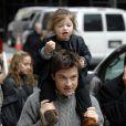 Jason Bateman et sa fille Francesca dans les environs du tournage de The Baster dans lequel il joue avec Jennifer Aniston à New York le 13 avril 2009