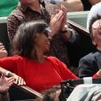 Stéphane Plaza et Karine Le Marchand plaisantent et s'amusent à Roland Garros - People dans les tribunes lors des internationaux de tennis de Roland Garros à Paris le 4 juin 2018.