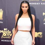 Kim Kardashian, tressée et scintillante, retrouve sa craquante petite Chicago