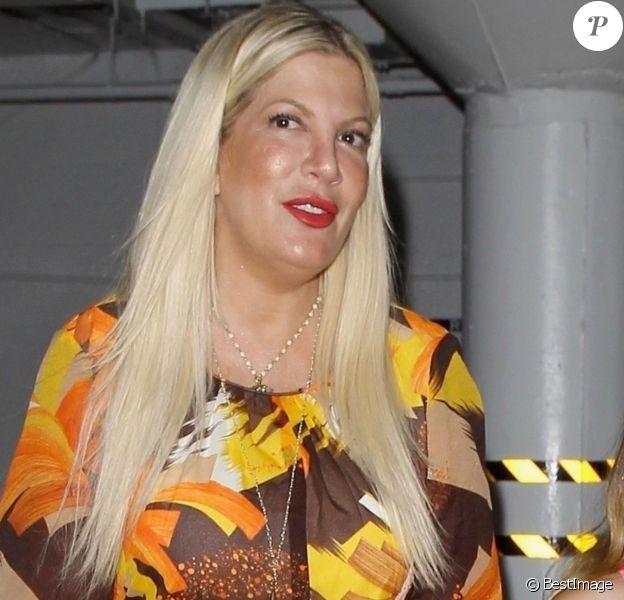 """Exclusif - Tori Spelling est allée fêter son anniversaire (45 ans) avec son mari Dean McDermott et ses enfants Stella, Liam, Hattie, Finn, Beau au restaurant """"Katana Robata"""" à West Hollywood. Le 16 mai 2018."""