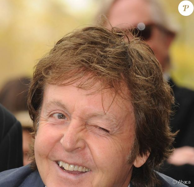 Les facétieuses grimaces de Paul McCartney pour l'inauguration de l'étoile de George Harrison sur Hollywood Bvd, le 14 avril 2009