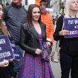 """Alyssa Milano - Des personnalités féminines se sont rassemblées au pied de la statue """"Fearless Girl"""" pour demander la ratification de la proposition d'amendement """"Equal Rights Amendment (ERA)"""", déposée dans les années 1920, qui visait à garantir que l'égalité des droits entre les sexes, et qui n'a jamais été ratifiée, à New York. Le 4 juin 2018"""