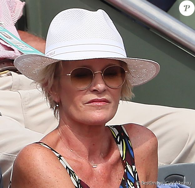 Sophie Davant - People dans les tribunes des Internationaux de France de Tennis de Roland Garros à Paris. Le 8 juin 2018 © Cyril Moreau / Bestimage