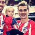 Antoine Griezmann avec sa fille Mia et son coéquipier de l'Atlético Madrid Diego Godin sur Instagram le 2 décembre 2017.