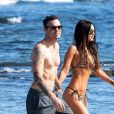 Exclusif - Megan Fox et son mari Brian Austin Green en vacances sur l'île de Kailua-Kona à Hawaï le 28 mars 2018. Le couple qui a traversé des moments difficiles est retourné sur la plage sur laquelle ils se sont mariés.