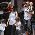 """Exclusif - Megan Fox et son mari Brian Austin Green sont allés déjeuner au restaurant mexicain """"Los Arroyos Montecito"""" avec leurs enfants Noah Shannon, Bodhi Ransom et Journey River, le 9 juillet 2017."""