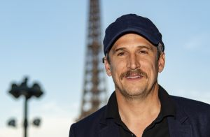 Guillaume Canet moustachu face à Marie Sara pour Longines Paris Eiffel Jumping