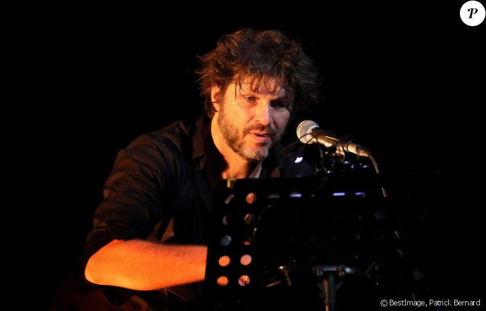 """Exclusif - Bertrand Cantat (ex-membre du groupe """"Noir Désir"""" et actuel membre du groupe """"Détroit"""") fait une pause dans sa carrière musicale et se lance dans une tournée de lecture de textes poétiques avec deux musiciens autour de lui. Son nouveau spectacle de lecture (Condor Live) est tiré du livre """"Condor"""" de Caryl Ferey. C'est une oeuvre allégorique et hallucinée, d'un couple fuyant la mort dans le Chili d'après Pinochet. Cenon, le 22 septembre 2016. © Patrick Bernard/ Bestimage"""