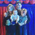 Michael Bublé pose avec sa femme Luisana Lopilato et ses fils Elias et Noah, 4 ans (pour son anniversaire). Instagram, août 2017