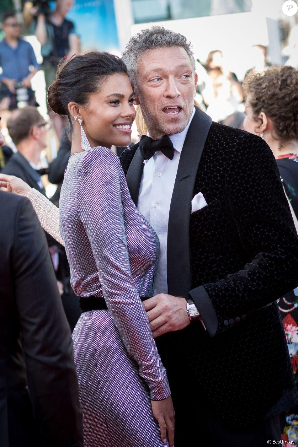 Vincent Cassel et sa fiancée Tina Kunakey , Montée des marches du film  \u0026quot; Les