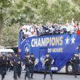 L'équipe de France - Le bus de l'équipe de France de Football descend les Champs-Élysées après leur victoire à la coupe du monde 2018 en Russie le 16 juillet 2018 © Marc Ausset-Lacroix/Bestimage